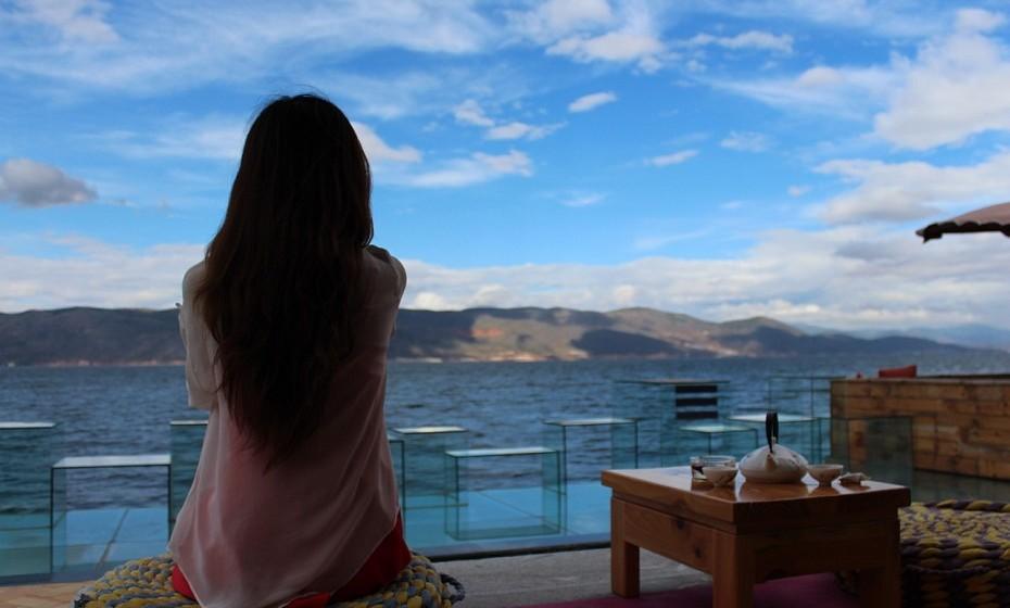 Meditar para libertar a mente. Momentos introspetivos e relaxantes logo, pela manhã, rejuvenescem a alma.