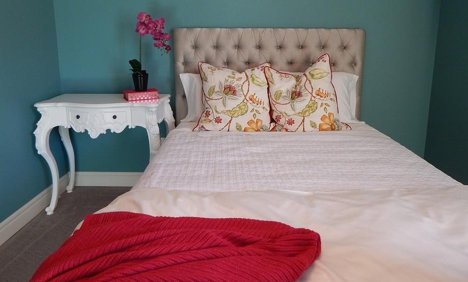 Fazer a cama: um hábito que pode originar um dia mais feliz e produtivo. Está cientificamente provado e não demora muito tempo.
