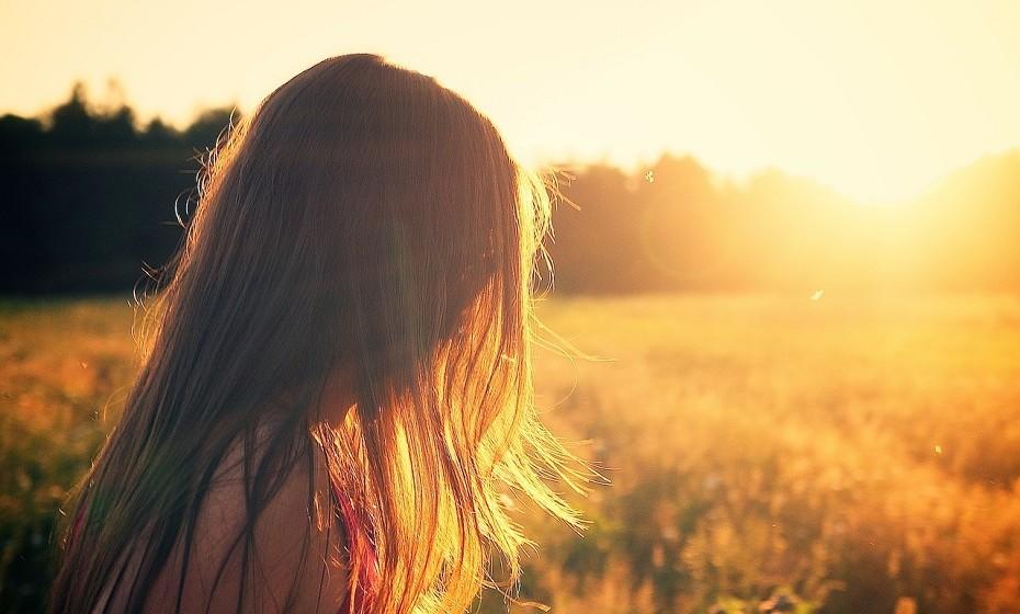 Sérum de cabelo: Se as pontas do seu cabelo têm tendência a ficarem espigadas e ressequidas, uma boa solução será usar um sérum indicado para o seu cabelo, e coloca-lo nas pontas.