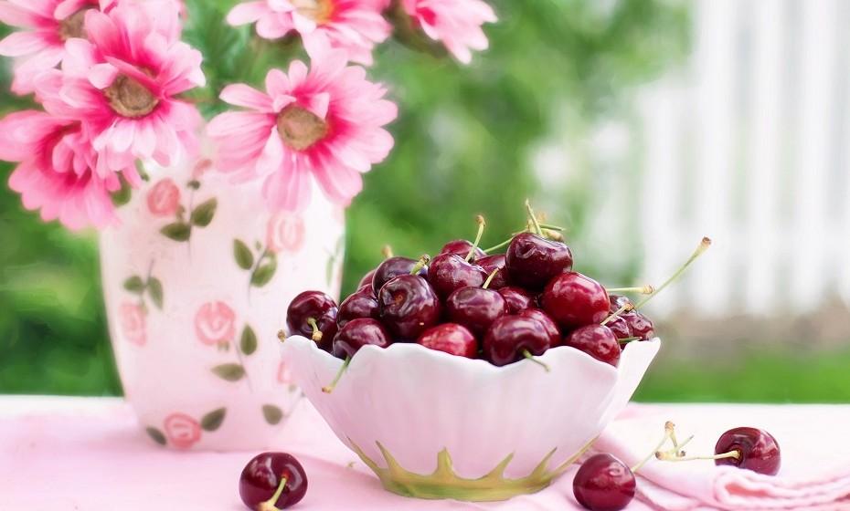 Dores musculares: A solução é ingerir ácido de cerejas. Um ou dois copos de sumo de cereja, diariamente, antes e durante a prática de exercício físico. Contém as mesmas enzimas anti-inflamatórias que um ibuprofeno, sem os potenciais efeitos secundários no estomago e nos rins.