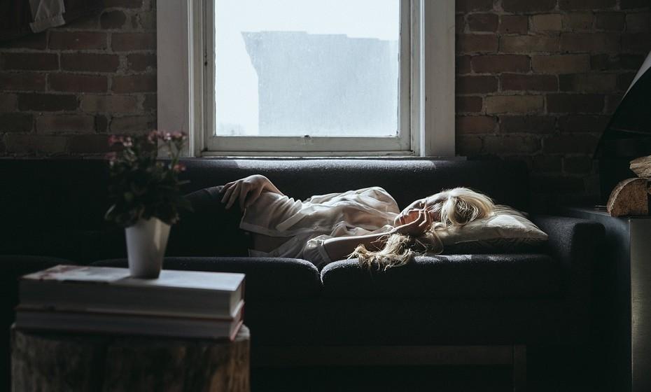 Se quiser dormir uma sesta, evite prolongá-la demasiado, pois pode provocar-lhe insónias à noite.