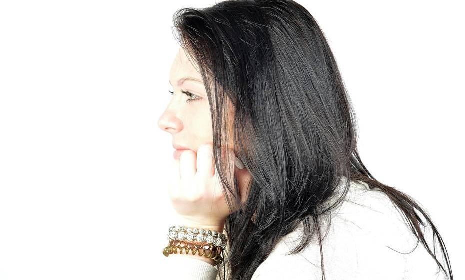 Falar sobre o problema: A base da maior parte dos desentendimentos é a falta de diálogo. É importante o casal falar abertamente sobre a situação financeira de cada um desde o início, sem medo de julgamentos. Devem desde logo definir como vão gerir o dinheiro comum e individual ou apontarem alguma situação incómoda, como um gasto desnecessário.