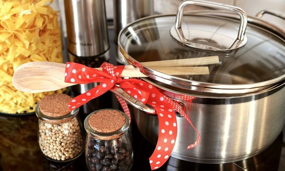 Quando existem sombras, torna-se imperativo manusear bem o excedente das refeições. Estas são as orientações do Conselho Europeu de Informação Alimentar para evitar o desperdício e algumas doenças relacionadas com o consumo de alimentos.