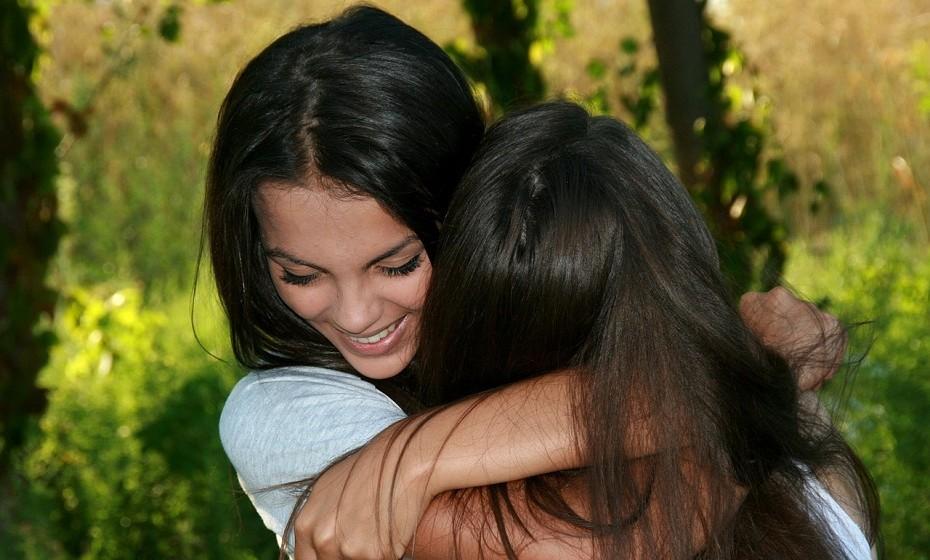 Sente que, ao longo do tempo, a ligação com alguns amigos ou familiares se foi perdendo? Fortaleça esses laços e melhore o seu bem-estar emocional.