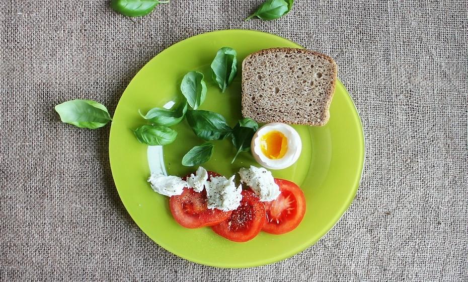 Use pratos mais pequenos. Comerá no mínimo 20% menos e inibe-se de ganhar até 500 calorias.