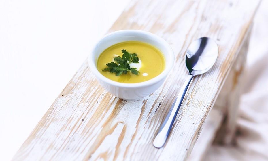 Opte por comer sopa antes do prato principal. O ideal seria que o prato principal fosse, neste caso, uma salada.