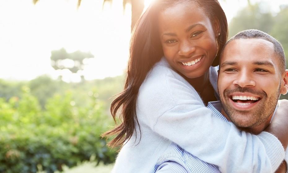 Ter relações sexuais durante o período menstrual pode amenizar as cólicas.