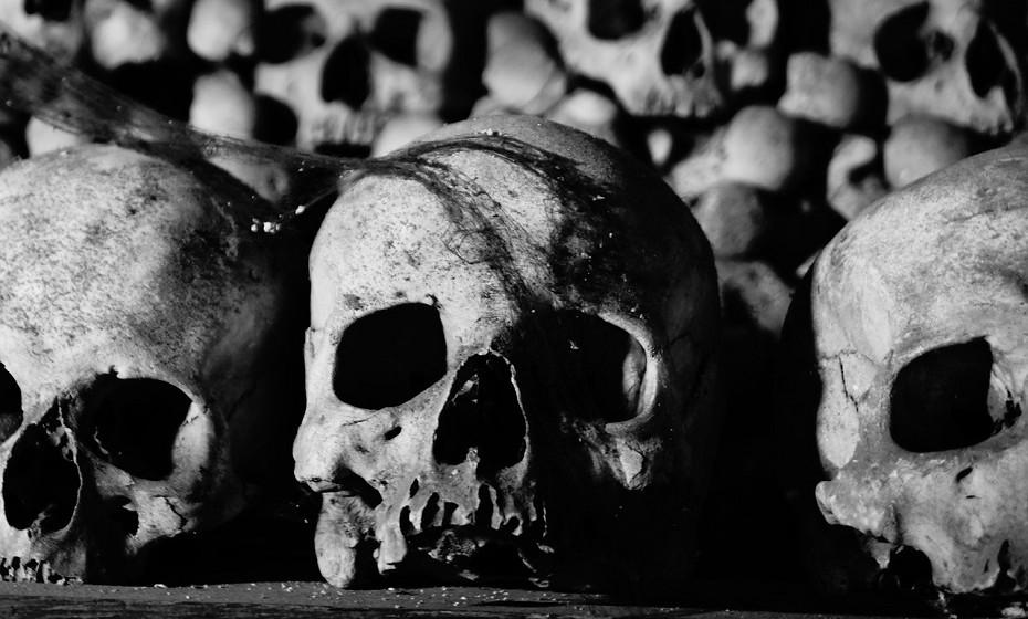 Ossuário Sedlec, Kutná Hora, na República Checa. Este ossuário é uma pequena capela localizada abaixo do cemitério da igreja de Todos os Santos, um lugar mundialmente conhecido pela sua macabra decoração.