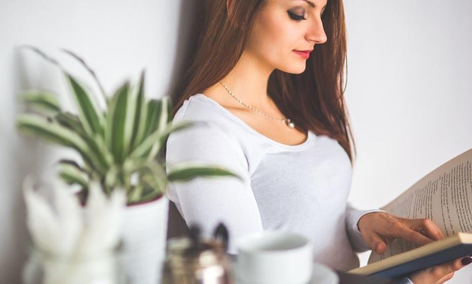 Um livro de dietas alimentares pode ser um bom presente. Poderá estar a dar o impulso que faltava para a pessoa começar a ter uma alimentação mais saudável.