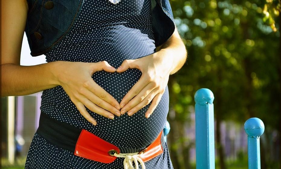 Fertilidade. O consumo de pólen restaura a função dos ovários, por conseguinte, pode ser utilizado para 'acelerar' a gravidez. Sendo um impulsionador hormonal também é um bom afrodisíaco! Fonte: Food Matters