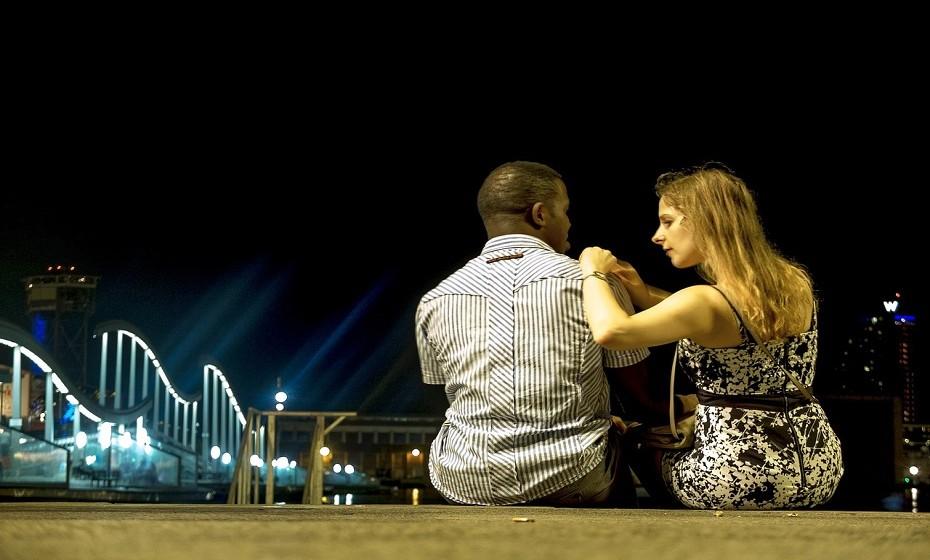 Seja transparente e diga ao seu parceiro, subtilmente, o que quer que ele faça. Dar algumas orientações é melhor (para ambos) do que esperar que ele adivinhe. Além disso, dizer algumas palavras na 'hora H' é estimulante.