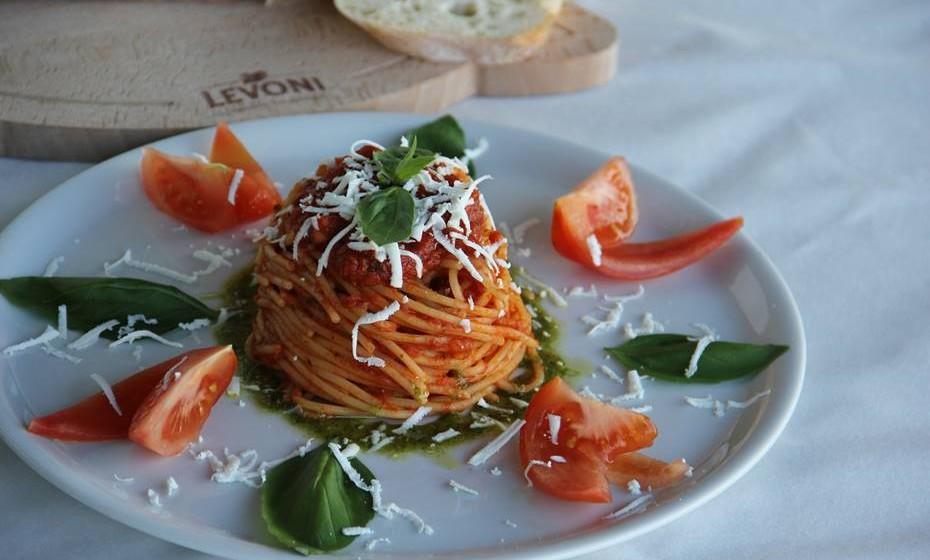 Depois dos excessos desta época, opte por comer mais vegetais. Existem inúmeras receitas inspiradas na cozinha italiana que pode fazer com vegetais e massa, por exemplo. Mas com pouca massa, claro.