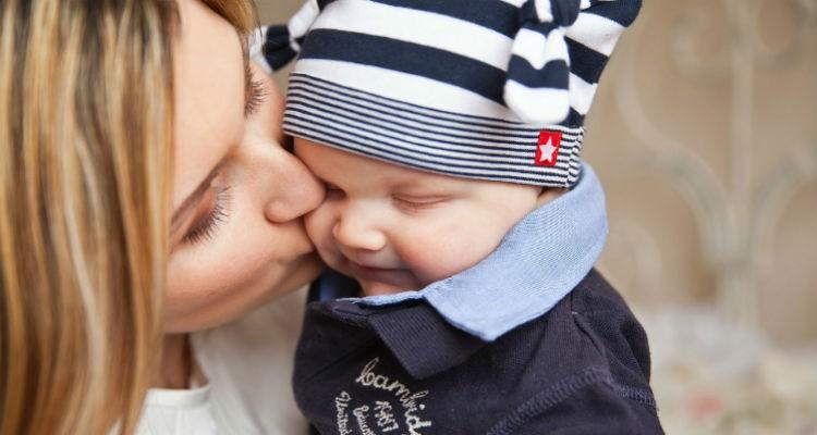 Mães, deixem os telemóveis de lado enquanto tomam conta dos vossos bebés!