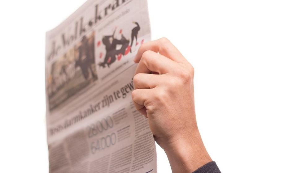 Leia um jornal. Isto irá reativar o seu cérebro e prepará-lo para enfrentar um dia de trabalho.