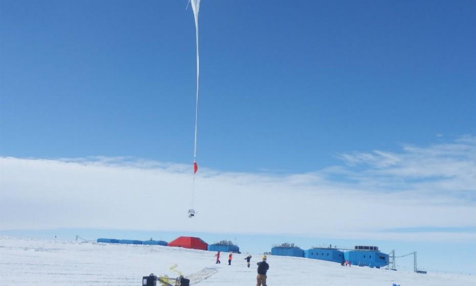 Halley Station, Antártida. Esta estação de pesquisas senta-se sob o peso de quase quatro centímetros de neve durante todo o inverno. Cento e cinco dias de cada ano são gastos em total isolamento, devido à escuridão, ao gelo do mar e às impossíveis condições de voo.