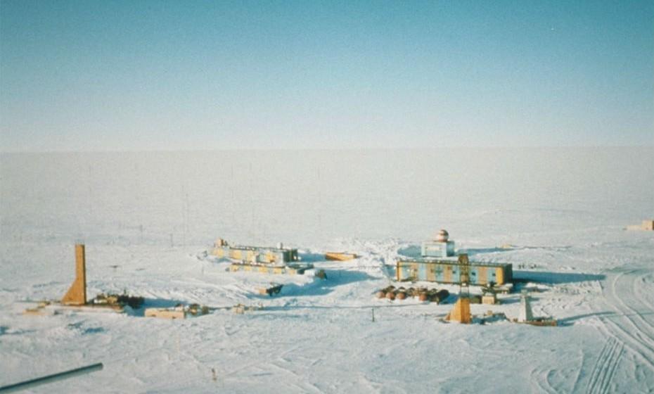 Vostok  é uma estação de investigação russa na Antártida. Por incrível que pareça, o seu mês mais frio é agosto.