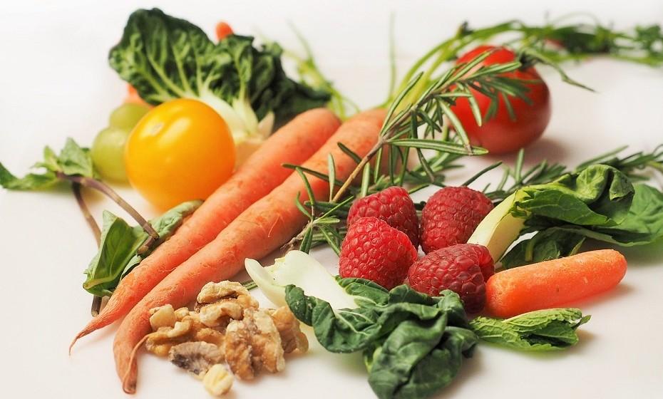 Tenha uma alimentação rica em grãos, leguminosas, vegetais e fruta.