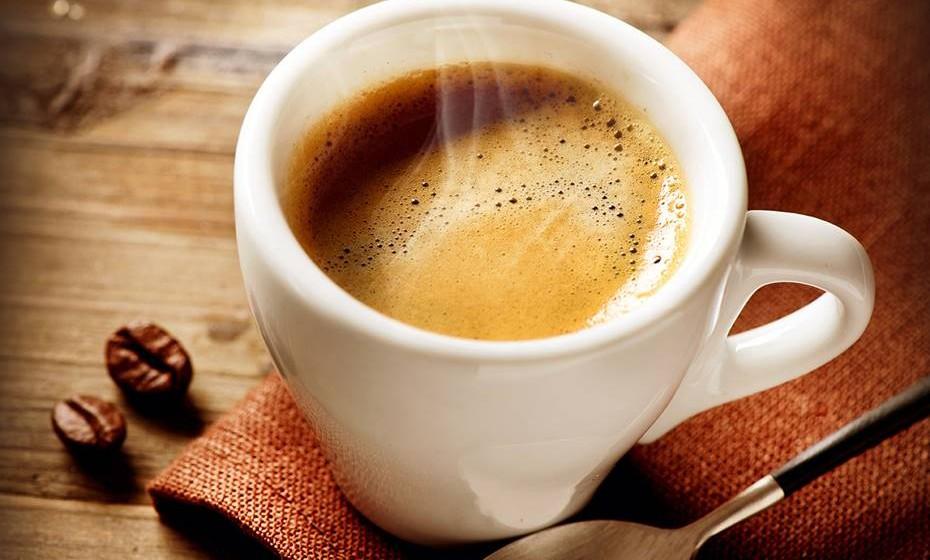 Café – O café é um estimulante que contribui para a aceleração do metabolismo.