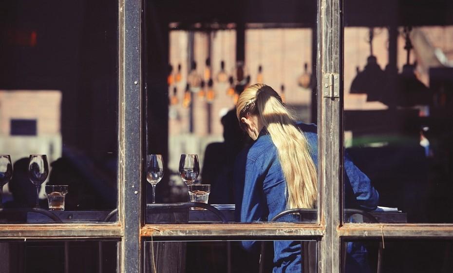 Contra os Organismos Geneticamente Modificados (OGM): independentemente daquilo que a ciência diz, muitos consumidores mudaram as suas mentes relativamente à manipulação genética na comida. Alguns clientes passarão a frequentar apenas restaurantes com a tarifa OGM, outros irão exigir que o rótulo esteja presente nos menus. Isto será um problema para a cadeia de abastecimento, uma vez que muitas culturas (como a soja para alimentar o gado) foram modificadas para aumentar a produtividade.