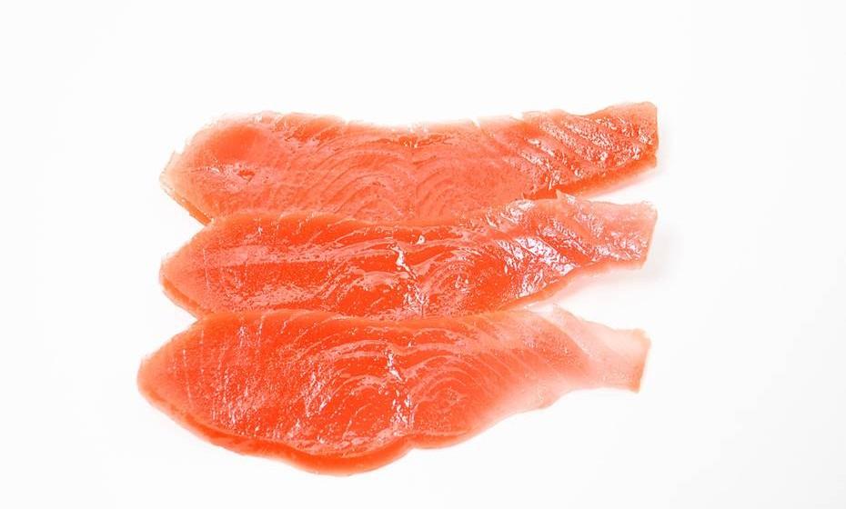 Salmão – Rico em ómega 3, aumenta o metabolismo, queima calorias e elimina o excesso de líquido no corpo.