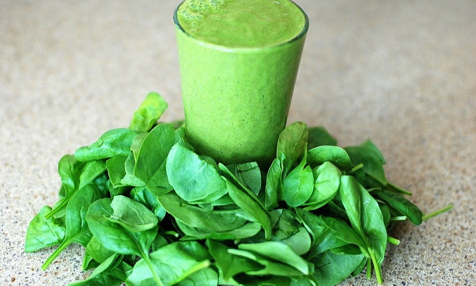 O extrato de espinafre é um suplemento feito de folhas de espinafre. Ajuda a fazer a digestão que, por sua vez, aumenta o número de hormonas que reduzem a fome e o apetite.