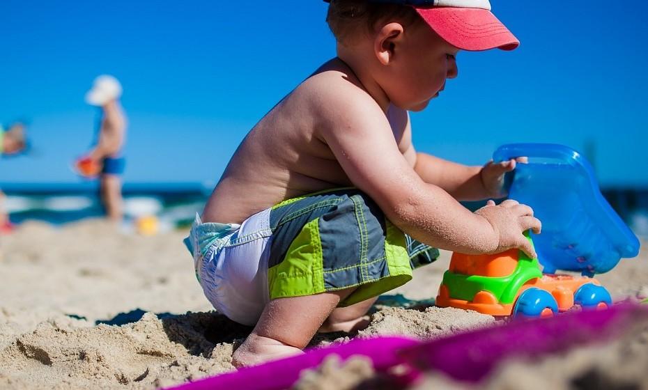 Evite uma exposição direta ao sol, principalmente as crianças, e use sempre protetor solar. Não use solários.