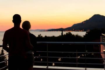 Com o tempo os casais tendem a adotar comportamentos que, por vezes, são demasiado confortáveis e podem indicar uma crise no romance. Com o pico dos divórcios a acontecer em agosto, reveja alguns comportamentos.