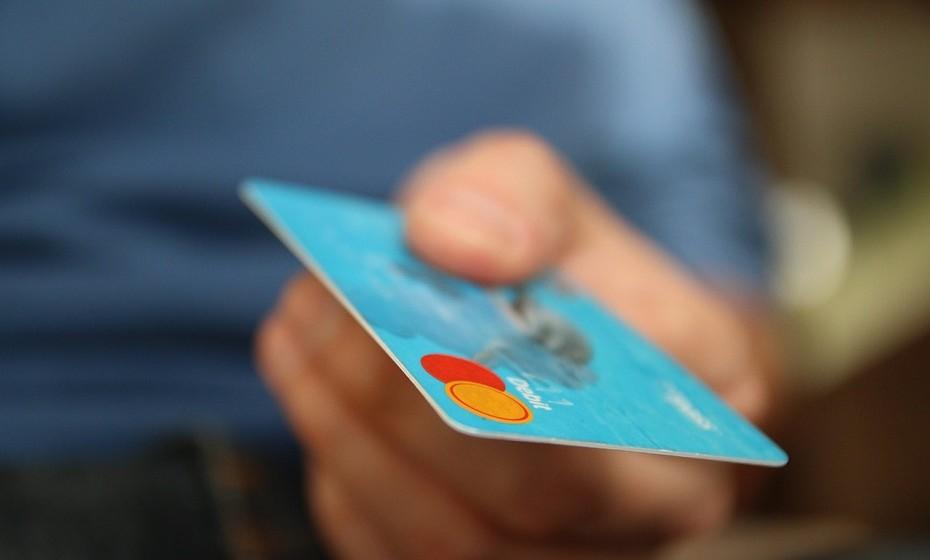 Adira aos cartões de desconto e cupões e veja os catálogos das lojas mais frequentadas.