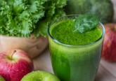Os sumos feitos à base de fruta e vegetais são uma alternativa prática, rápida e saborosa para consumir estes alimentos sem perder os seus elementos nutricionais. Apresentamos-lhe quatro receitas deliciosas e nutritivas.