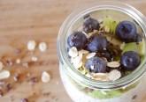 Fazer uma alimentação saudável não tem de ser aborrecido. Ponha estes alimentos na sua mesa ao longo do dia e tenha uma alimentação que lhe dá saúde e prazer de comer ao mesmo tempo. Confira.