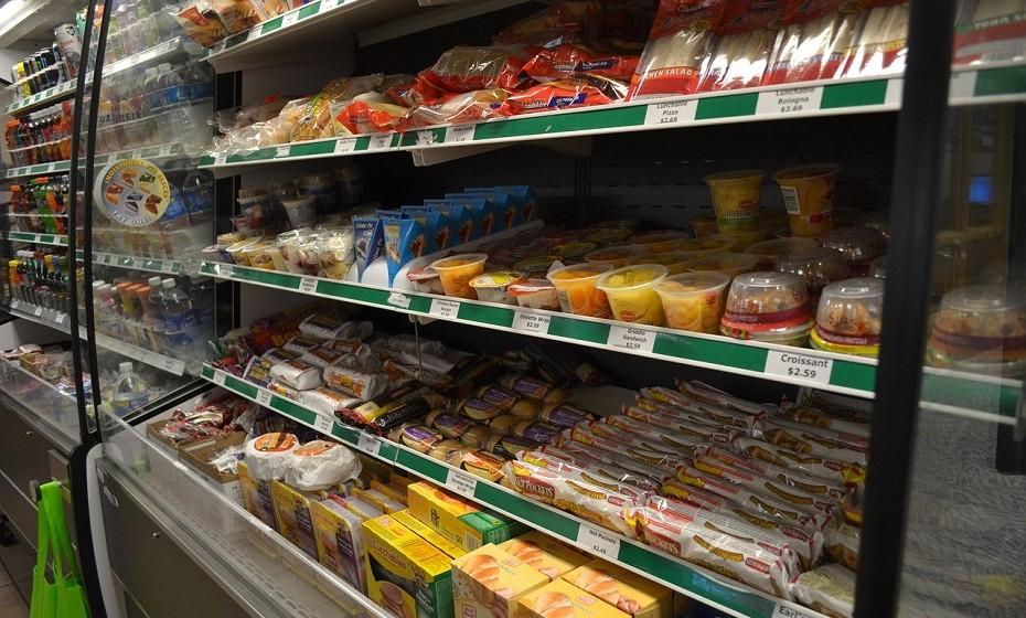 As embalagens que dizem «sem açúcar» ou «sem gordura» não significam que estão livres de calorias. É necessário que seja um leitor de rótulos consciente, pois o teor de gordura desse tipo de alimentos «sem açúcar» pode ser extremamente elevado.