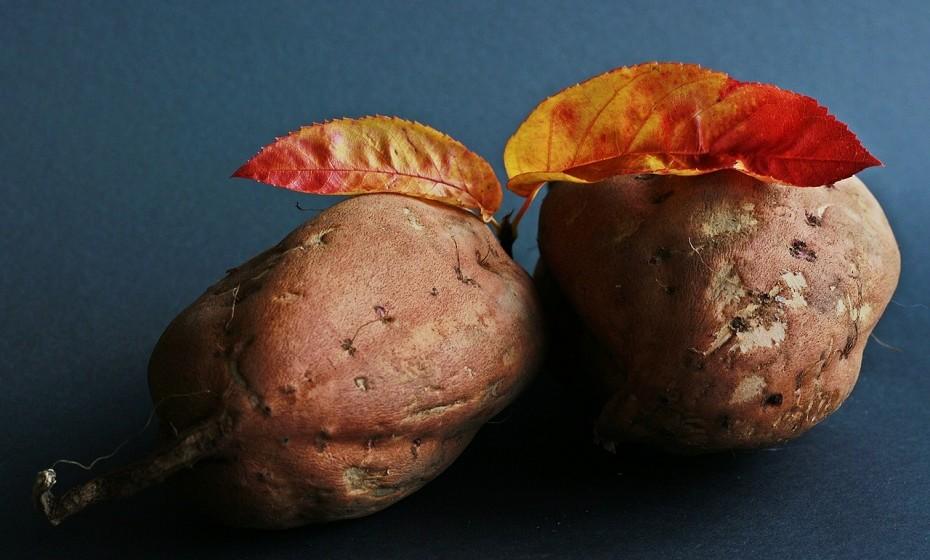 As batatas são complicadas. Se são deixadas a arrefecer à temperatura ambiente, em vez de serem colocadas imediatamente no frigorífico, reaquecê-las pode promover o crescimento de botulismo, uma bactéria rara.