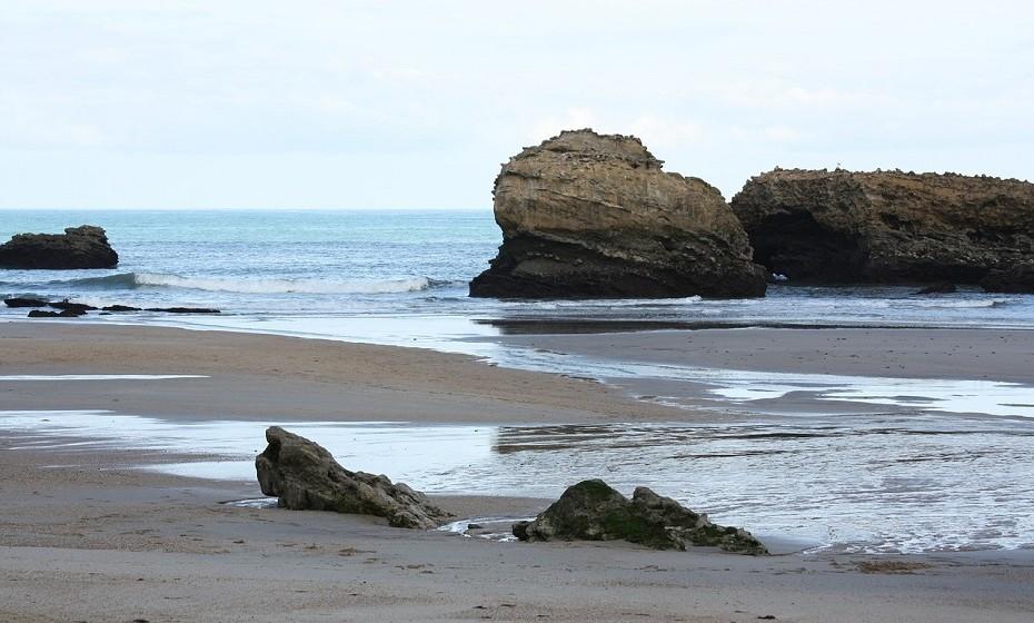 Biarriz é uma comunidade francesa na região administrativa da Aquitânia, no departamento dos Pirenéus Atlânticos. Esta pérola do Atlântico tem um clima ameno e uma beleza litoral arrebatadora. É o destino ideal para qualquer época do ano.