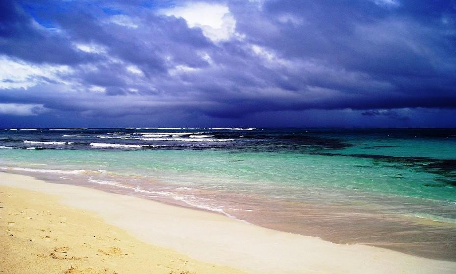 6. Praia Flamenco em Porto Rico. É conhecida pelas suas belas águas azul-turquesa, areia branca e suave, excelente para praticar natação, pesca ou mergulho.