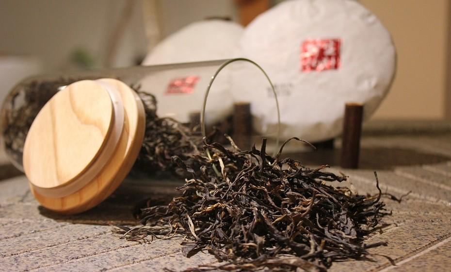 Encha uma bacia com chá preto bastante concentrado e frio e use para tirar a ferrugem.