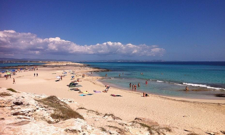 7. Praia Ses Illetes, Formentera, em Espanha. A TripAdvisor recomenda o hotel Voromar.
