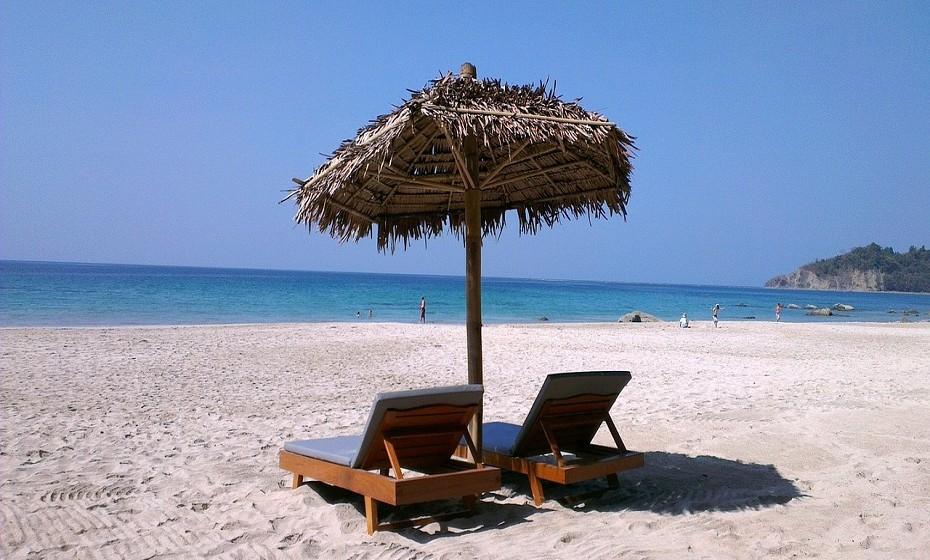 8. Praia Ngapali em Myanmar (continente Asiático). A TripAdvisor recomenda o resort Bayview.