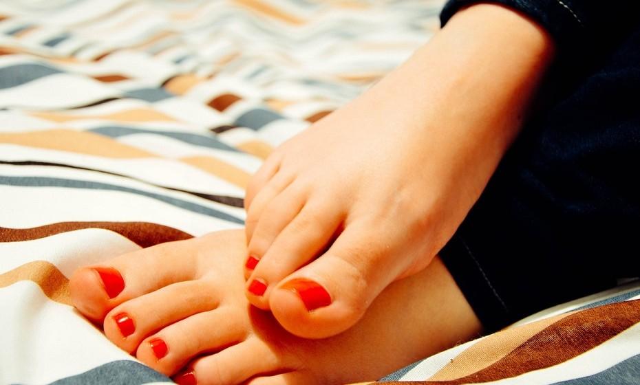 Para combater os pés secos massaje esta parte do seu corpo com uma loção feita à base de lanolina.