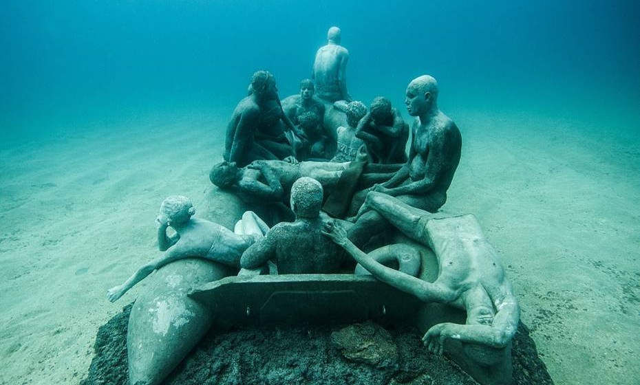 Algumas esculturas reproduzem dramas que ficaram conhecidos através da comunicação social.