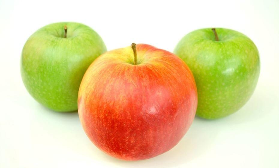 As maçãs são ricas em fibras insolúveis e em pectina, uma enzima que ajudar o corpo a livrar-se de partículas dos alimentos que irritam o estômago. Prefira comê-las cozidas em vez de cruas.