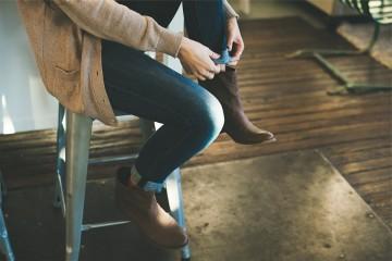 Tirar o calçado depois de um dia de trabalho é um passo que não deve ignorar. Saiba porquê.