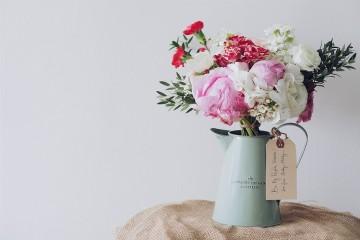 Está na hora de renovar a decoração da casa. Deixe-se levar pelas cores do ano de 2016 e traga as energias do rosa pastel e do azul serenidade para a sua casa.
