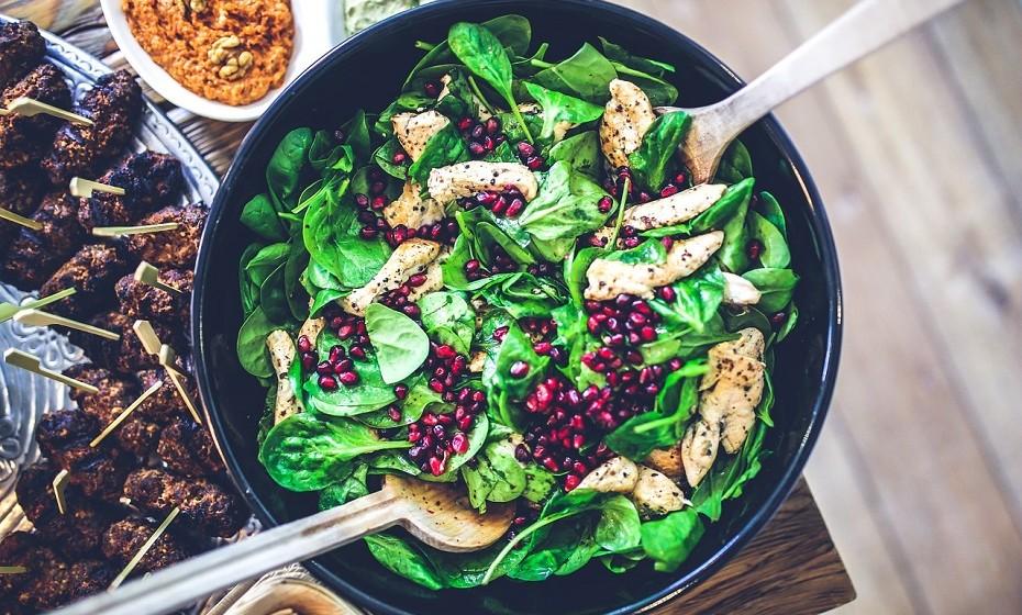 Depois destas dicas, as suas saladas nunca mais vão ser as mesmas. Divirta-se na cozinha e experimente combinações novas.
