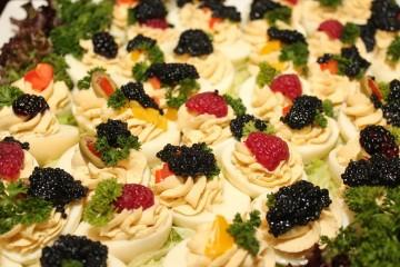 Caviar fresco é ostensivamente um dos mais caros e procurados luxos do mundo. O que será que torna ovas de peixe algo tão luxuoso? O site 'Luxury Launches' divulgou 10 factos sobre o caviar e nós mostramos-lhe aqui.