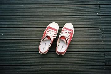 Primavera é sinónimo de calçado mais leve e de uma panóplia de cores, padrões e feitios. Veja as nossas sugestões.