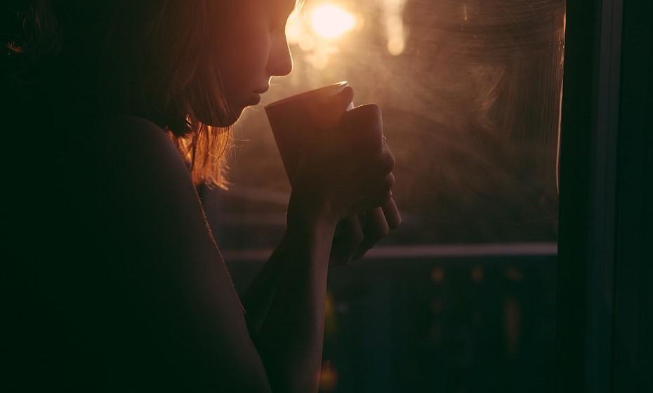 Tente não ficar obcecada pelo ex-companheiro. Voltar a viver sozinha é uma aprendizagem que leva o seu tempo. Tente tirar o máximo proveito da vida.