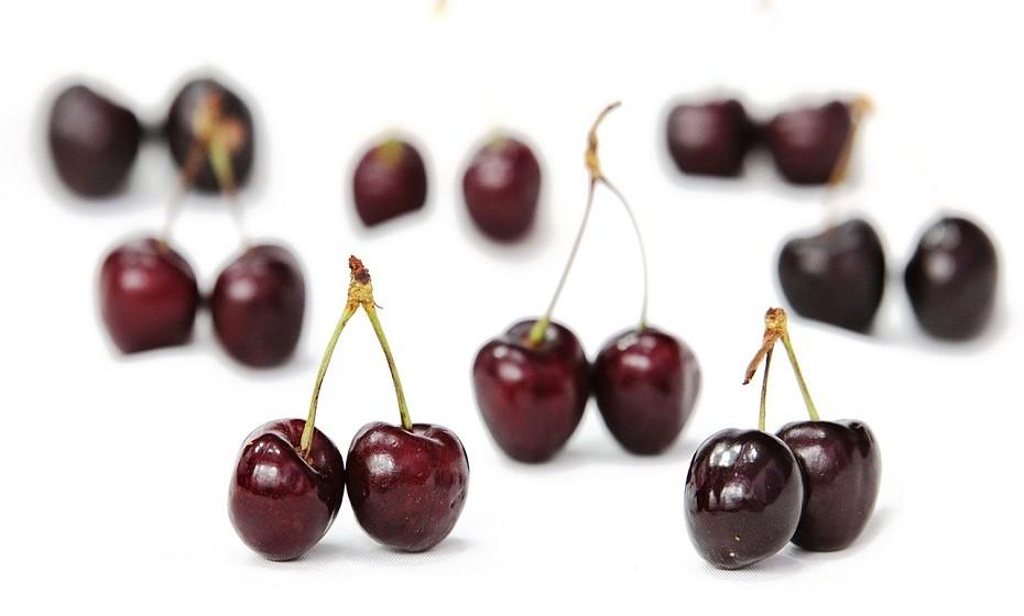 As cerejas são ricas em antioxidantes como, por exemplo, antocianinas e catequinas que combatem as inflamações com eficácia.