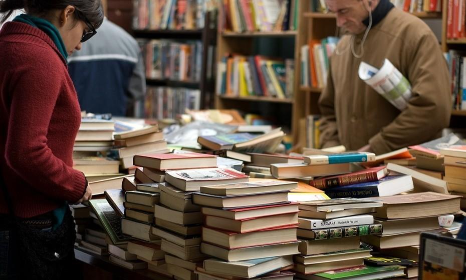 Os livros são sempre uma boa opção. Existem mil e uma histórias à espera de serem descobertas. Descubra qual o tipo de livro que o seu pai gosta e ofereça-lhe um dentro do género.