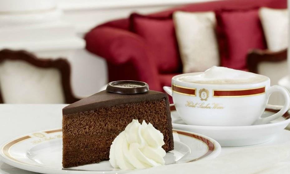 Localizado no coração de Viena, o Sacher Wien é um hotel de cinco estrelas, com restaurante e bar, perfeito para degustar uma das mais famosas especialidades do doce universo do chocolate.