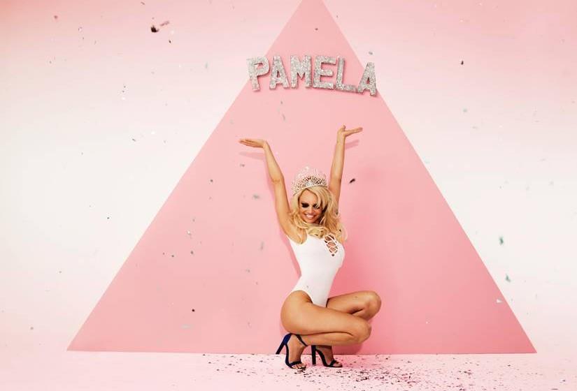 Pamela Anderson na campanha da Missguided.